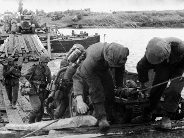 Немецкие войска форсируют Дон при наступлении на Воронеж. wikipedia